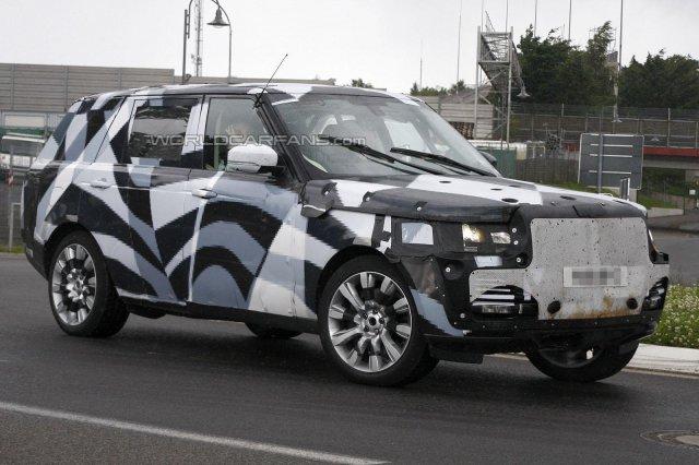 Удлиненный Range Rover засветился на дороге